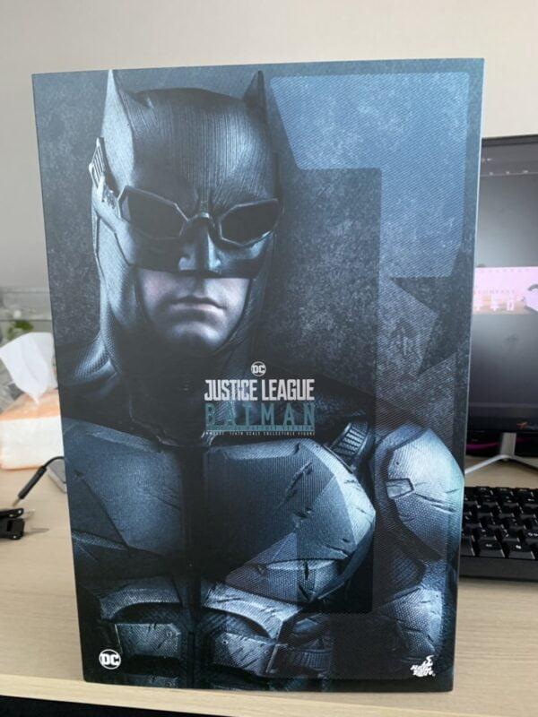 Mô Hình Hot Toys 1/6 MMS432 Batman Justice League Tactical Batsuit Version